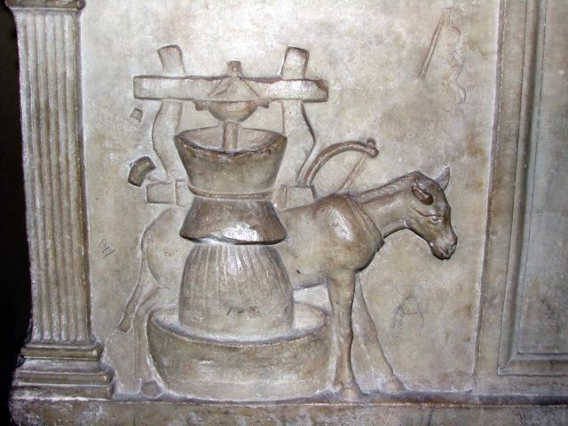Urn_holder_of_Publius_Nonius_Zethus_01_-_Vatican_museum